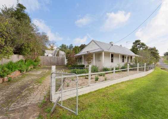 Cottages on Reef & Harker